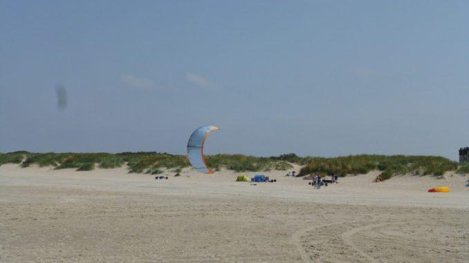 Kiteschirm am Strand